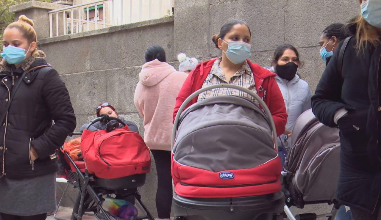Colas del hambre durante la pandemia. Fundación Madrina