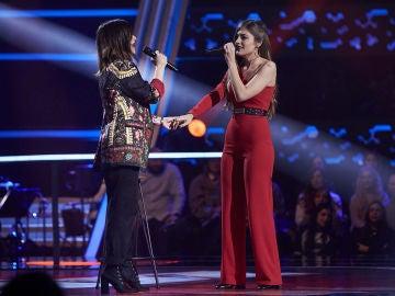 Laura Pausini y Cristina Montoya enamoran cantando juntas 'Nadie ha dicho' en los Asaltos de 'La Voz'