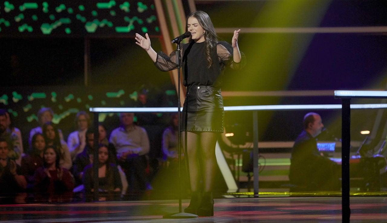 Teresa Palomar canta 'Canela en rama' en los Asaltos de 'La Voz'