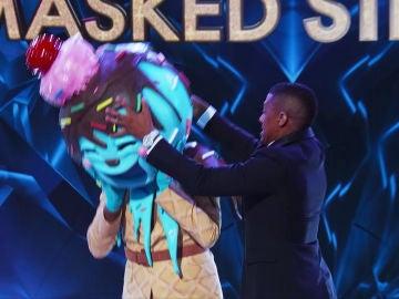 Una estrella de Youtube revela su identidad bajo la máscara de 'El Helado' en 'The Masked Singer USA'