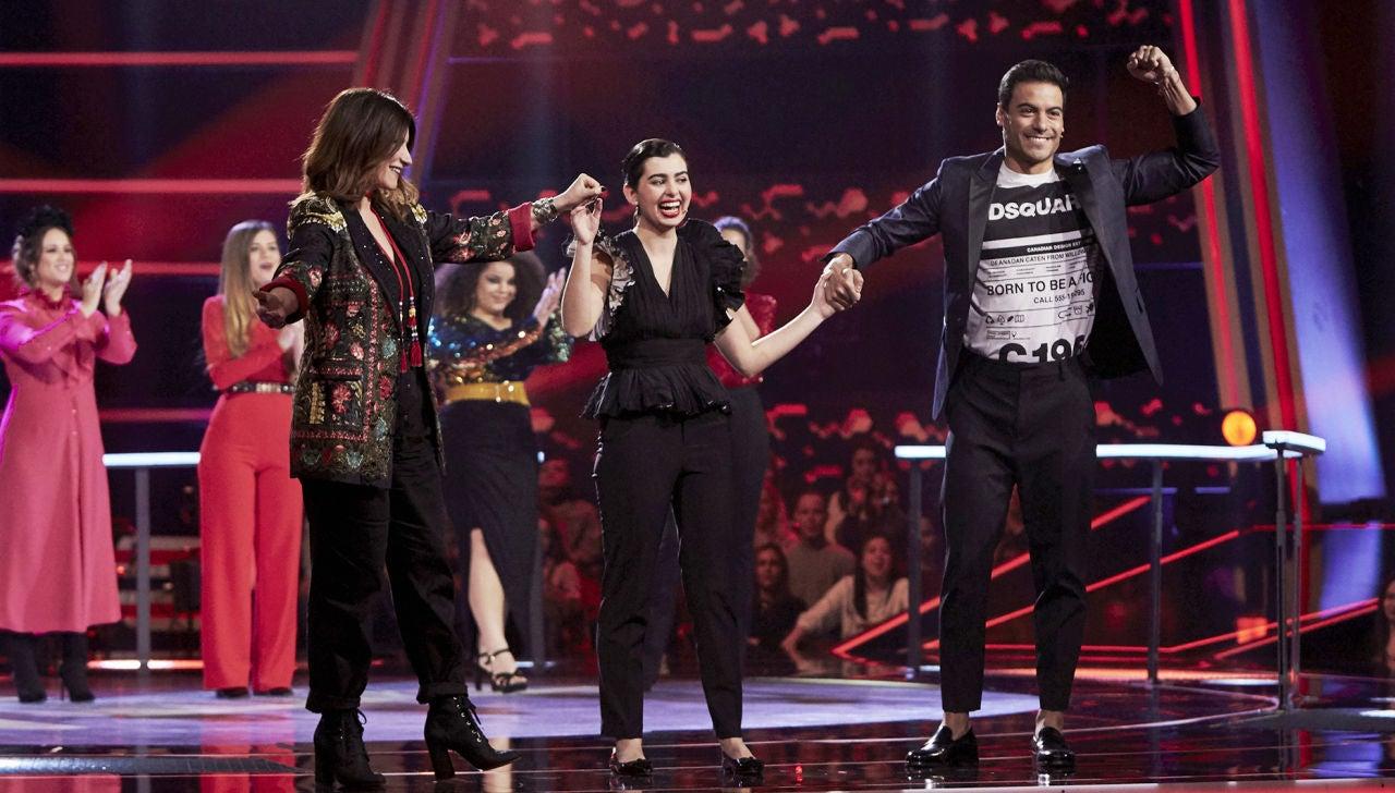 Laura Pausini y Carlos Rivera escogen a Paula Espinosa en los Asaltos de 'La Voz'