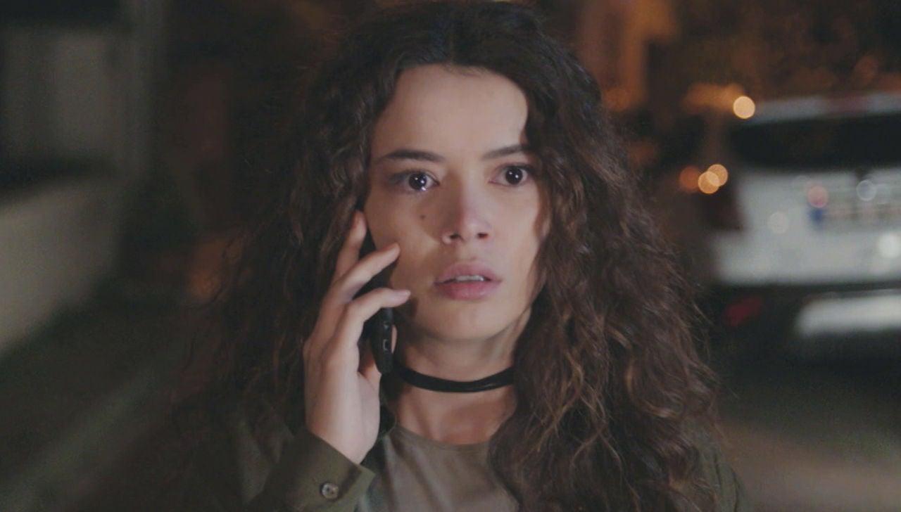 Sirin recibe una llamada que lo cambiará todo en los próximos capítulos de 'Mujer'