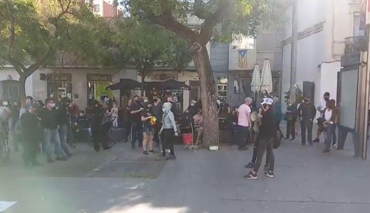 Unas 60 personas se concentran en Barcelona contra las