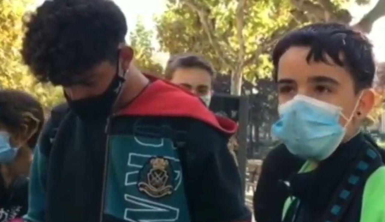 Varios jóvenes se concentran para arreglar los desperfectos tras los disturbios en Logroño