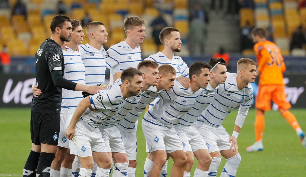 La plantilla del Dinamo de Kiev antes de un partido