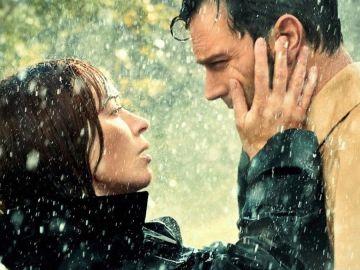 Jamie Dornan y Emily Blunt en el tráiler de 'Wild Mountain Thyme'