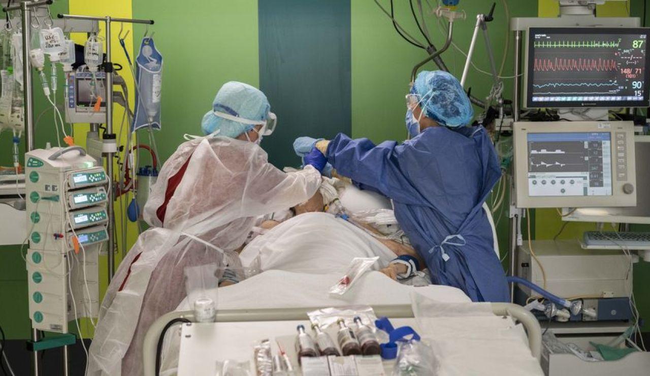 Desciende el número de contagios, pero crece la presión en los hospitales