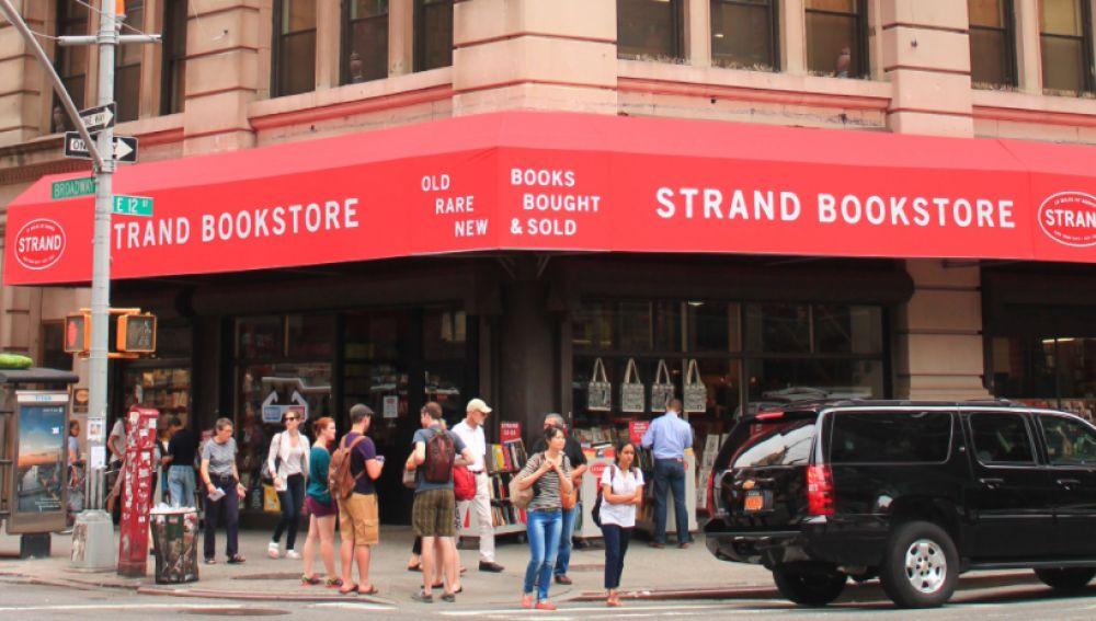 Los vecinos de Nueva York acuden en masa para salvar la mítica librería Strand de Broadway