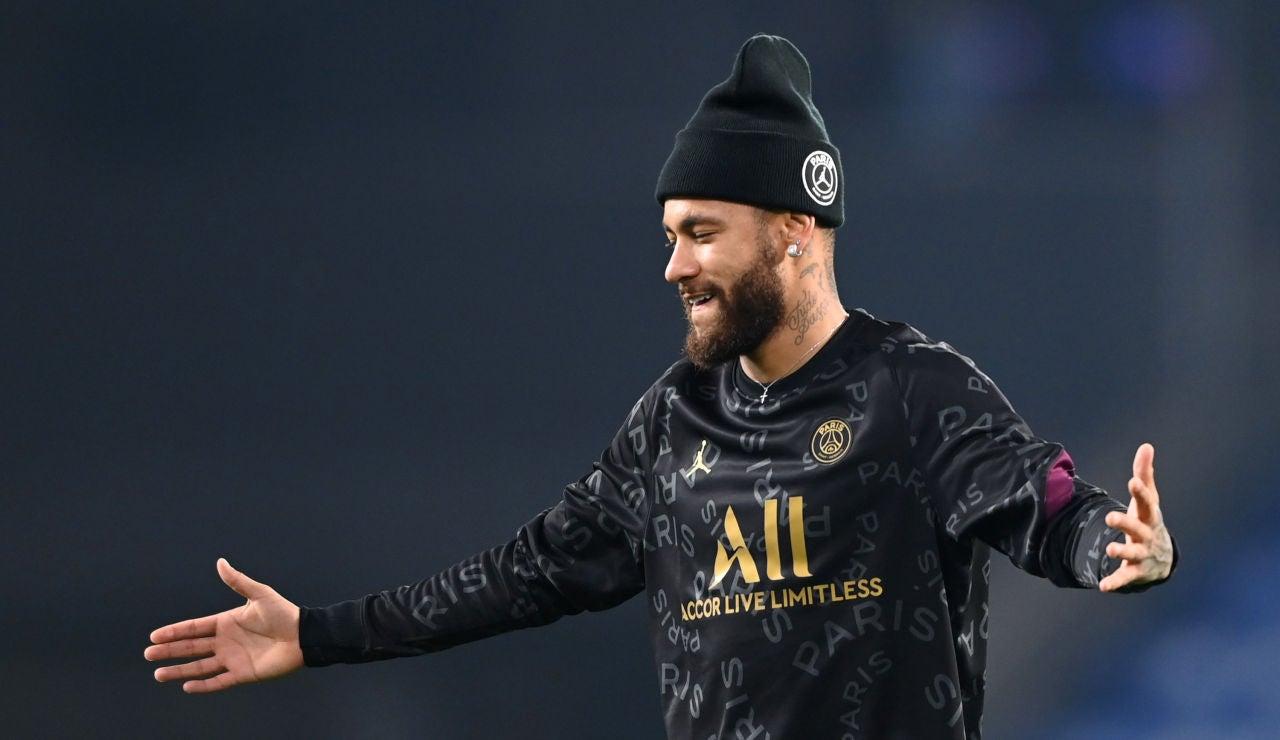 Neymar entrenando antes de un partido con el PSG