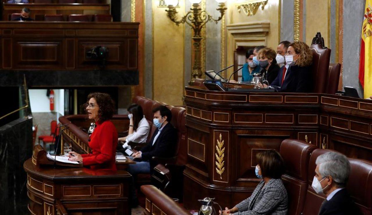 María Jesús Montero anuncia que van a bajar del IVA de las mascarillas al 4%