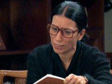 Manolita encuentra el diario de Marisol y confiesa a Cristina sus sospechas hacia Paco