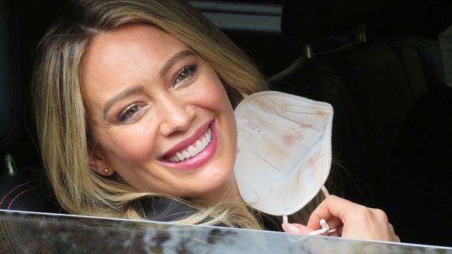 Hilary Duff se quita las mascarilla para presumir de sonrisa