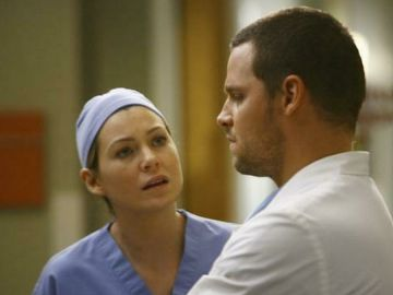 Ellen Pompeo y Justin Chambers como Meredith y Karev en 'Anatomía de Grey'