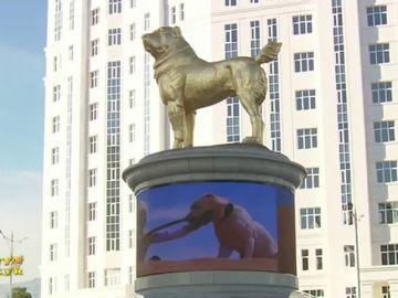 Berdimujamédov, líder de Turkmenistán, inaugura una estatua de un perro de oro