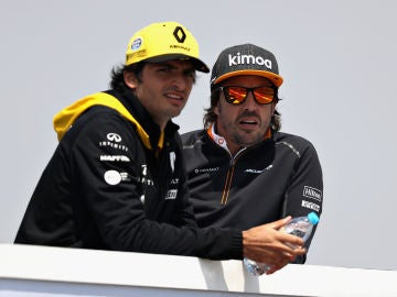 Carlos Sainz y Fernando Alonso en el GP de China