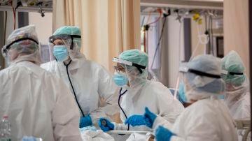 Sanitarios en un hospital de Bolonia