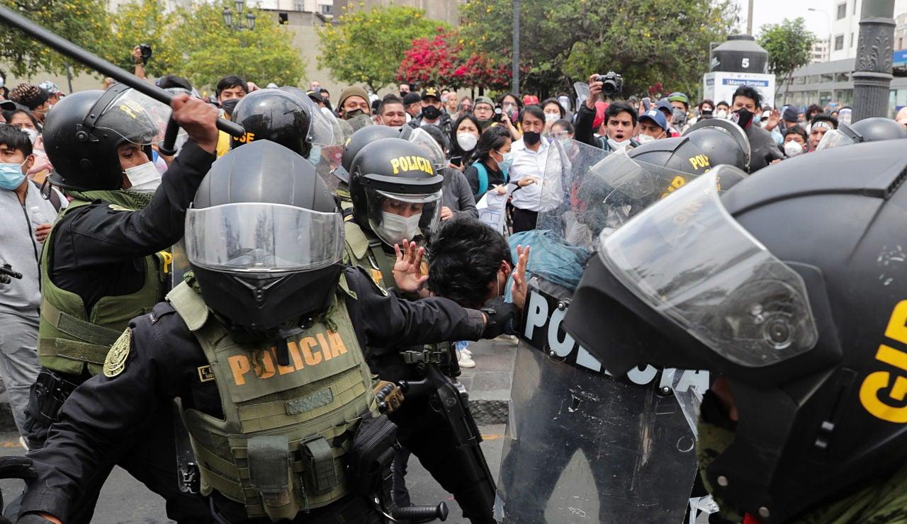 Disturbios en Perú tras la destitución del presidente