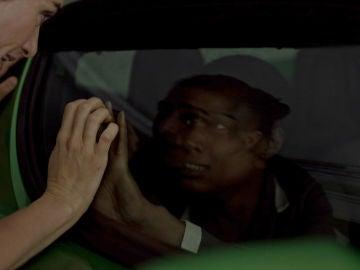 Iván y Manuela huyen sin rumbo ante la falta de ayuda de Alma