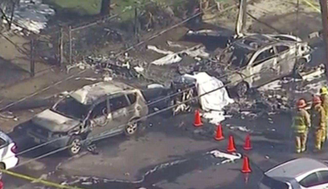 Muere un piloto tras estrellarse su avioneta en una calle de Los Ángeles