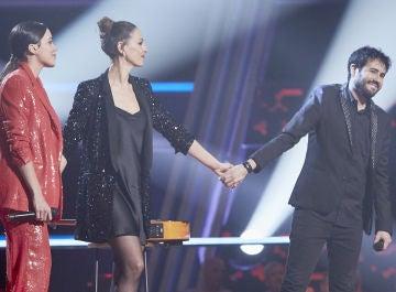 """Laura Pausini y Carlos Rivera seleccionan a Juan José Alba en la Batalla Final de 'La Voz': """"Ha ganado la Batalla"""""""