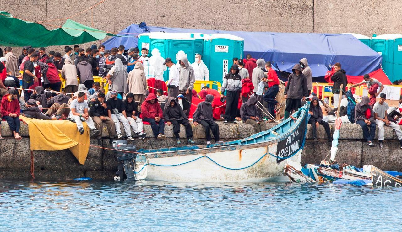La desoladora situación en Arguineguín: migrantes hacinados, sin condiciones de higiene ni cobertura jurídica