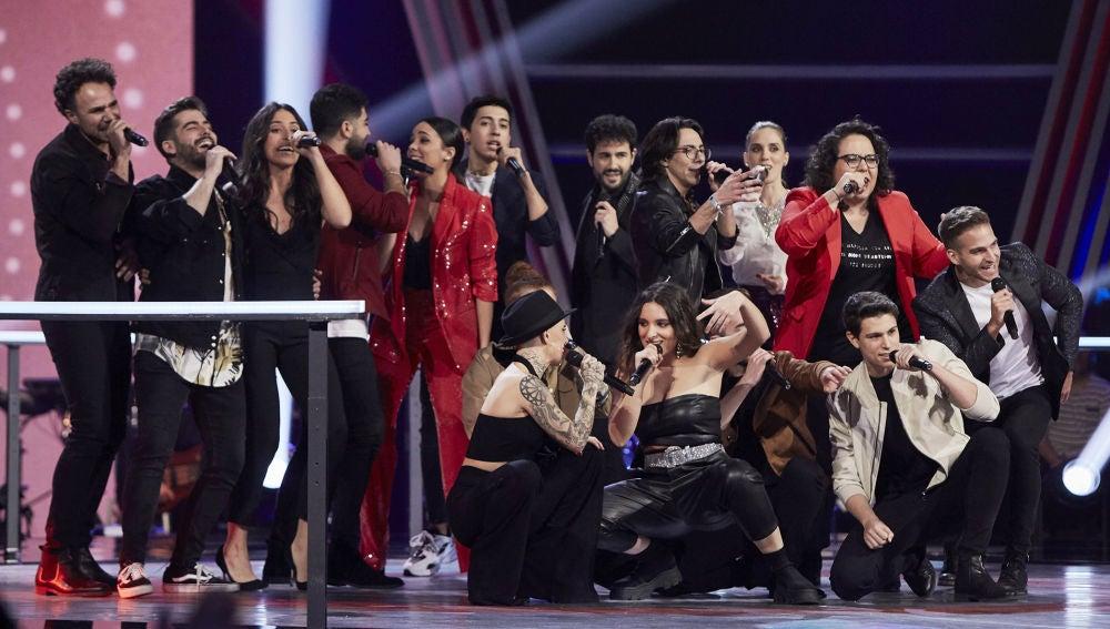 Los 16 talents de la Batalla Final forman un gran espectáculo al interpretar el tema 'My Voice'
