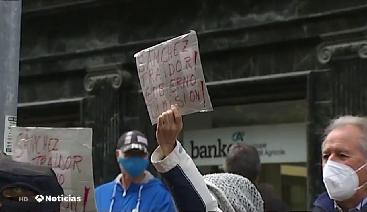 Pedro Sánchez, abucheado a su llegada a Pamplona tras el apoyo de EH Bildu a los Presupuestos