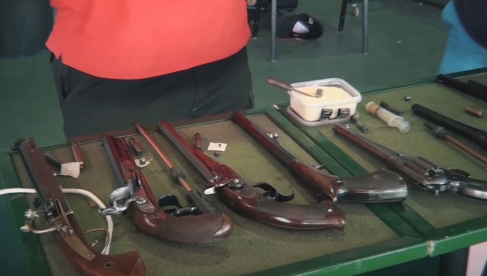 Una serie de armas históricas