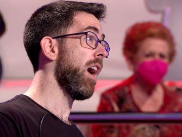 ¡Hasta el fondo! Arturo Valls 'pica' en la hilarante broma de Juanjo sobre su erótico equipo de investigación