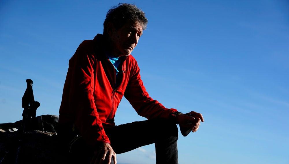 El alpinista Carlos Soria, en  en la Sierra de Guadarrama