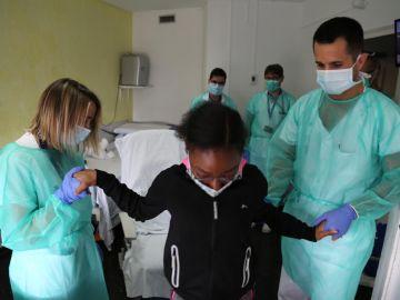 Una niña de 12 años supera el coronavirus tras estar en la UCI del Hospital Vall d'Hebron de Barcelona