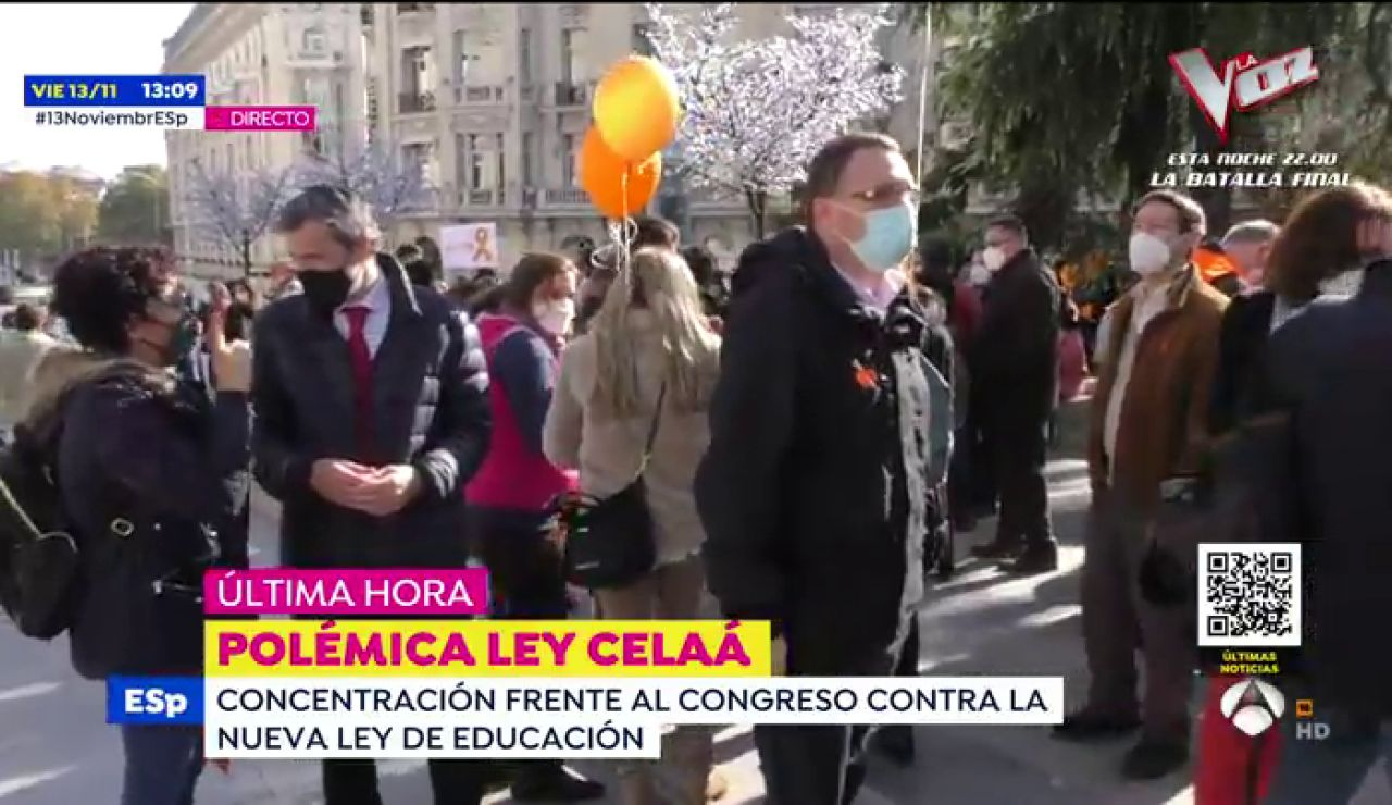 Asociaciones y familias de la concertada se manifiesta frente al Congreso para mostrar su rechazo a la 'Ley Celaá'