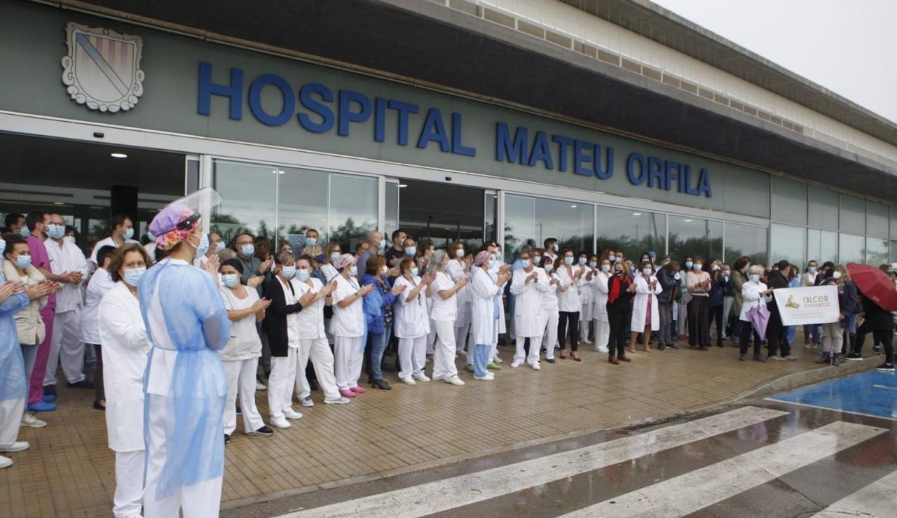 Multitudinaria protesta en el Hospital Mateu Orfila