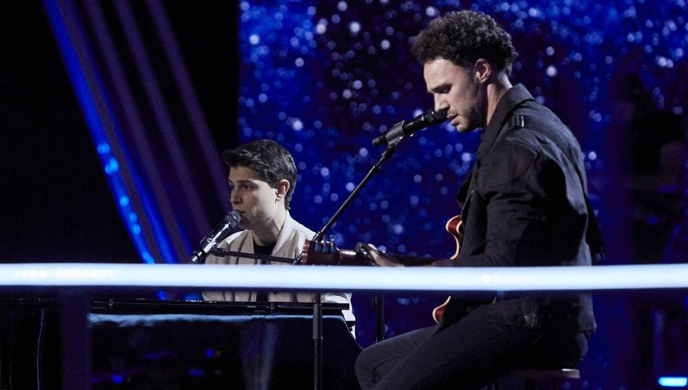 Roger Padrós y Antonio Soto cantan 'Hijo de la luna' en la Batalla Final de 'La Voz'