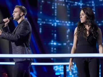 Virginia Elósegui y Adam Ainouz cantan 'The blower's daughter' en la Batalla Final de 'La Voz'