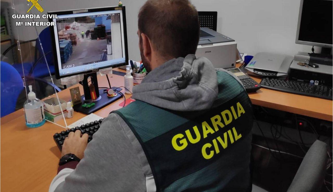 Un investigador de la Guardia Civil