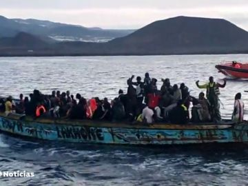 Enfado en el sector turístico canario por las consecuencias de tener que alojar inmigrantes en hoteles
