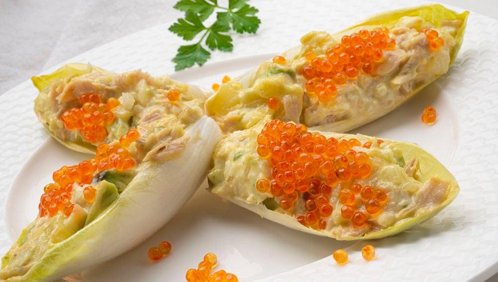 Receta de endibias rellenas de ensaladilla, un ligero aperitivo de Karlos Arguiñano