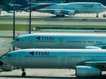 Aviones de Thai Airways, en un aeropuerto