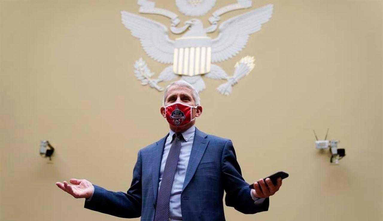 Anthony Fauci, el virólogo de la Casa Blanca, pide trabajar ya con Joe Biden para frenar el coronavirus