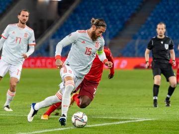 Sergio Ramos, en acción ante Suiza