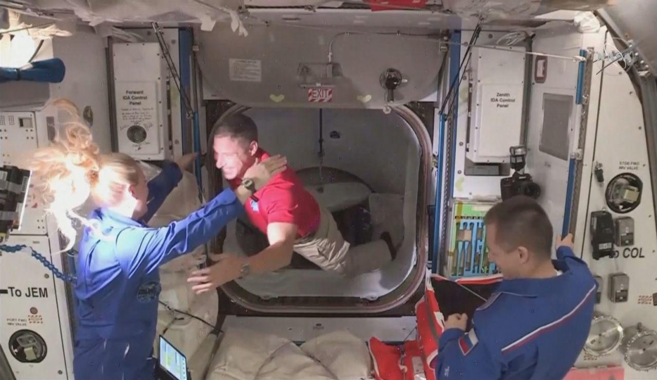 Los cuatro astronautas del Space X ya están en la EEI
