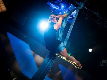 Dafne Keen demuestra su impresionante destreza con las telas aéreas en 'El Hormiguero 3.0'