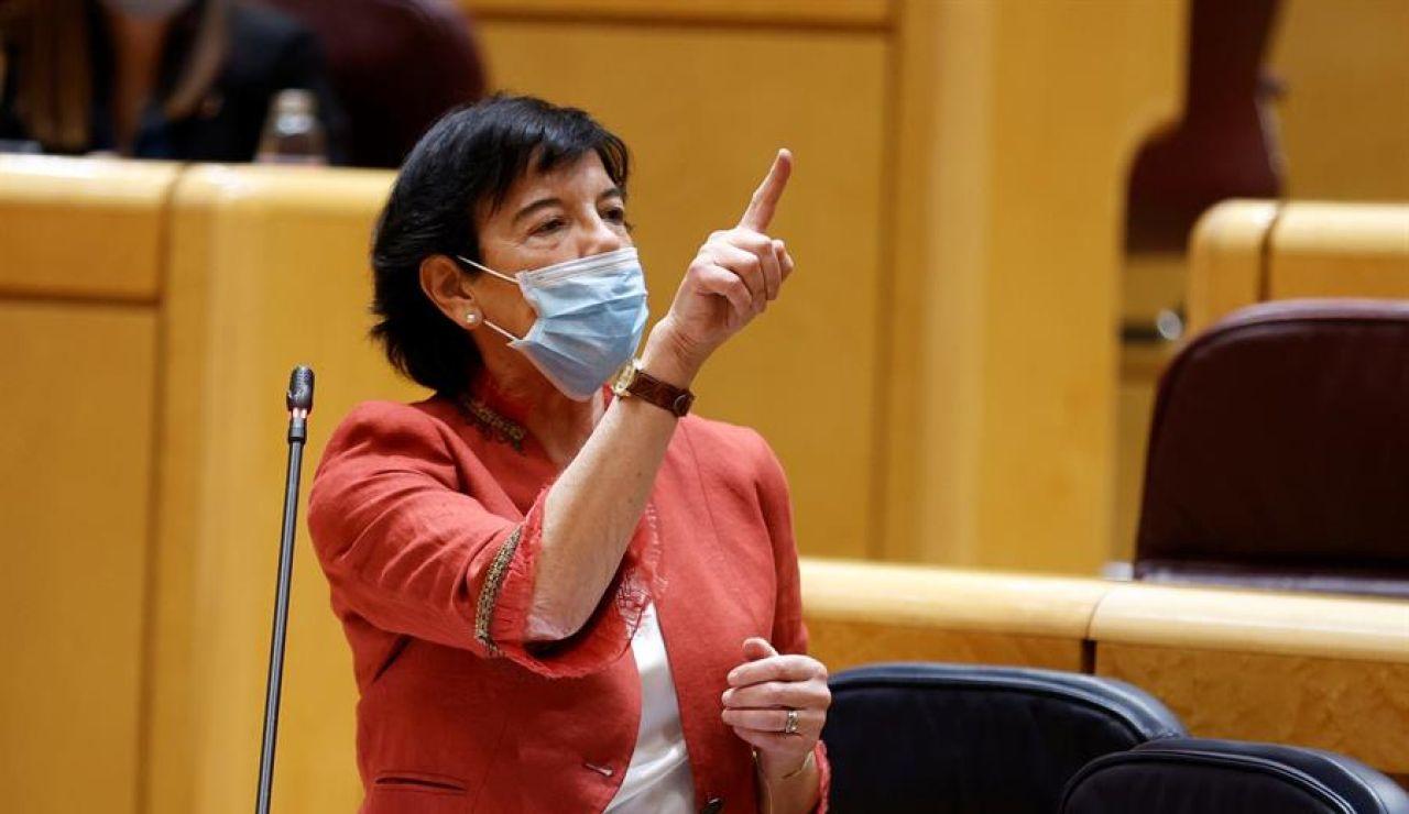 La ministra de Educación y Formación Profesional, Isabel Celaá, interviene durante el pleno del Senado.