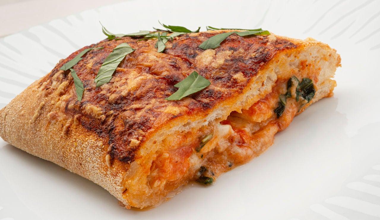 La receta italiana de Joseba Arguiñano: calzone de pollo y queso