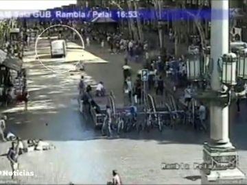 El tribunal visiona los vídeos inéditos del atropello masivo en Las Ramblas y la huida del autor del atentado