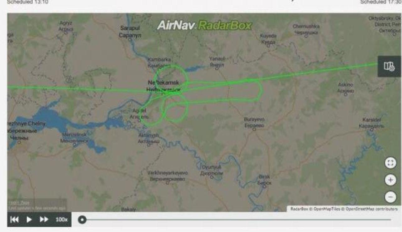 Sancionan a dos pilotos rusos por dibujar un pene gigante en el cielo con un Boeing 737