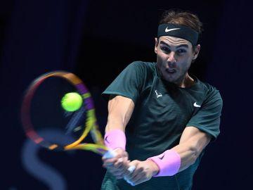 Rafael Nadal pasa a semifinales tras vencer al serbio en dos sets