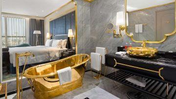 Hotel Dolce by Wyndham Hanoi. Hotel recubierto en oro