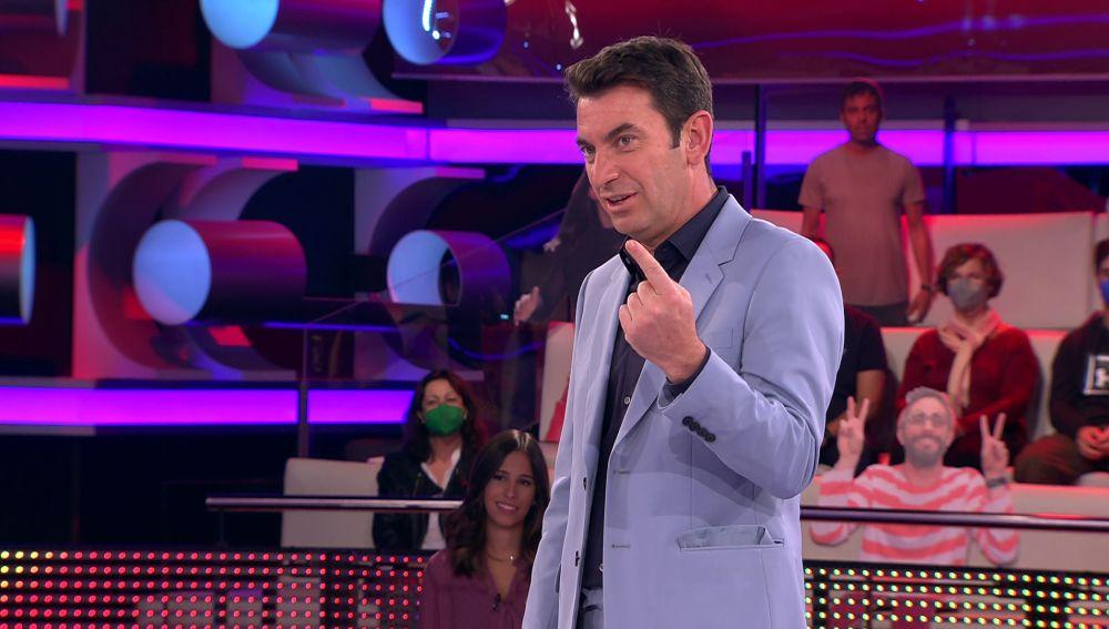 Arturo Valls entra en bucle al intentar descifrar la canción infantil 'Susanita tiene un ratón'